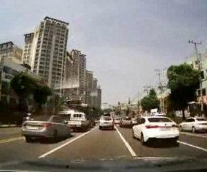 Acceleratore si rompe nel traffico