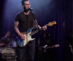 Adam Levine canta e suona un capolavoro di Prince
