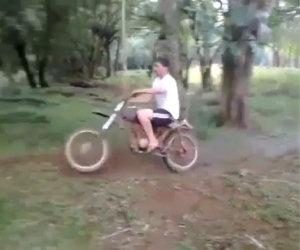 Altalena con una motocicletta