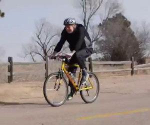 Andare in bicicletta controvento