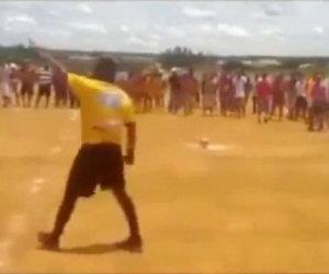 Arbitro preso a pugni a fine match