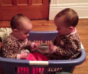 Assurda discussione tra due gemelle