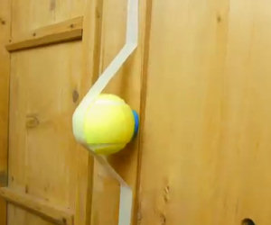 Attacca delle palle da tennis nell'armadio, il motivo è geniale