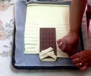Avvolge una tavoletta di cioccolato e crea un dolce incredibile
