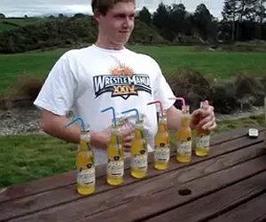 Bere sei birre in due minuti