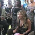 Beyoncé canta per i bimbi in un ospedale. Una performance stupenda