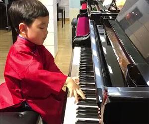 Questo bambino di 5 anni è la nuova stella della musica