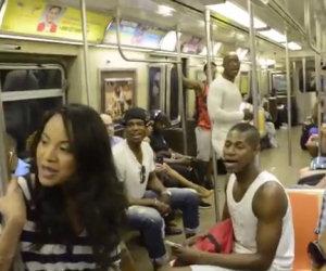 Cantano Il Re Leone in metropolitana