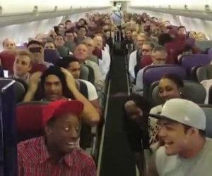 Cantare durante l'attesa in aereo