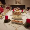 Cena di Natale tra 13 cani e un gatto
