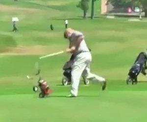 Disturbano due uomini che giocano a golf, ecco la loro vendetta