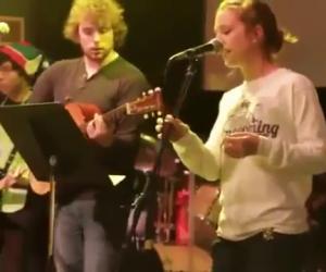 Chitarrista distrugge lo strumento