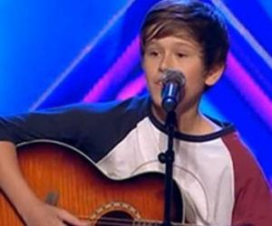 Ha imparato a suonare la chitarra sul web, i giudici restano senza parole