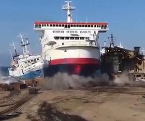 Come parcheggiare un'enorme nave