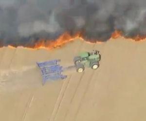 L'incendio brucia il raccolto ma un contadino fa una cosa incredibile