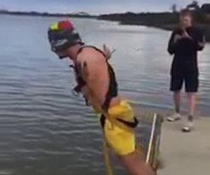 Crede di fare bungee jumping ma...