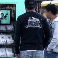 Credono di comprare una maglia a 2 euro ma ecco cosa c'è dietro...