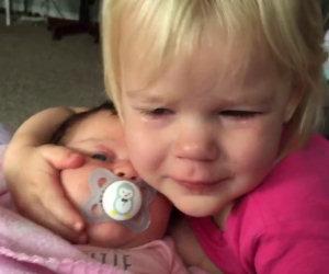 Ecco come dalla gelosia per una sorellina può nascere l'amore