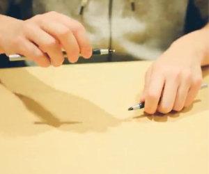 Due talenti che usano solo matite