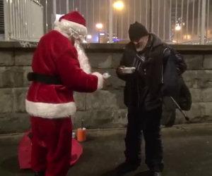 Ecco il miglior Babbo Natale di sempre