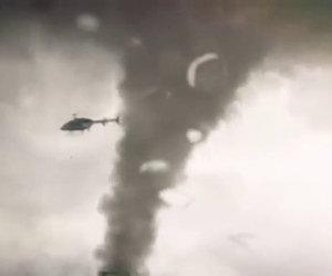 Elicottero risucchiato da un tornado