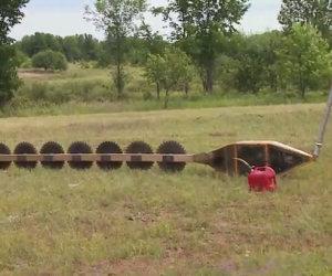Elicottero taglia alberi in modo assurdo