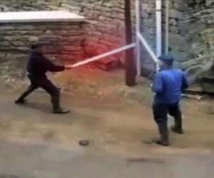 Epico duello tra vecchietti