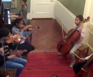 6 fratelli prendono gli strumenti e si esibiscono epicamente in casa