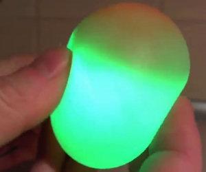 Far diventare l'uovo fosforescente