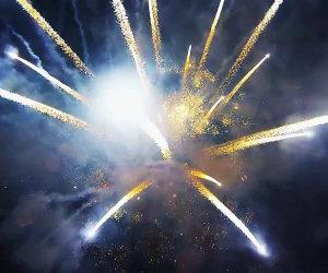 Fuochi d'artificio visti con un drone