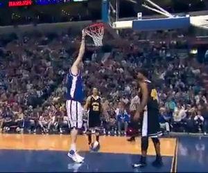Giocatore di basket più alto al mondo