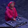 Ha solo 3 anni ma sale sul palco e dimostra di essere un grande DJ