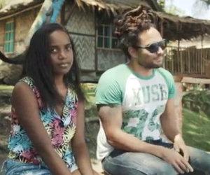 Fratello e sorella cantano Hello di Adele in stile reggae
