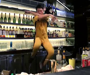 Il barman più agile del mondo