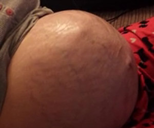 Il bimbo sta per nascere, ecco come si muove nella pancia della mamma