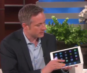 Prende in mano un iPad, quello che riesce a fare è spettacolare