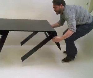 Il tavolo che nasconde una sorpresa