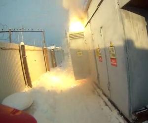 Un incredibile guasto alla centrale elettrica davanti agli operai