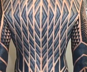 Guardate questo incredibile tatuaggio full body