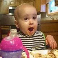 La risata di questa bambina è la più bizzarra mai sentita prima