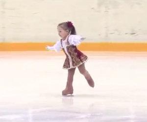 La tenera pattinatrice di 3 anni