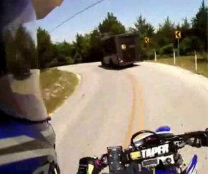 Mai distrarsi alla guida di una moto