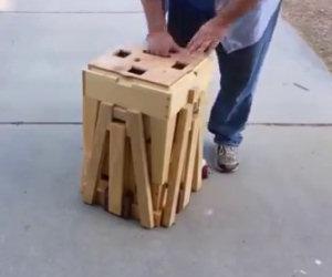 Sembra una scatola di legno, in realtà è un'invenzione favolosa