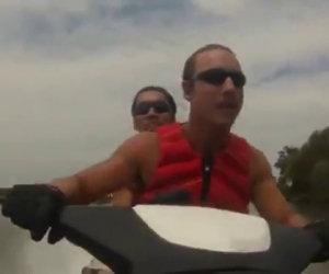 Andare a terra con una moto d'acqua