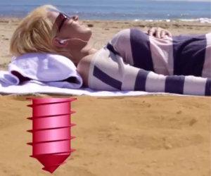 Nascondere gli oggetti in spiaggia