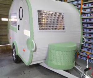 Sembra un normale caravan ma guardatelo meglio... è unico!