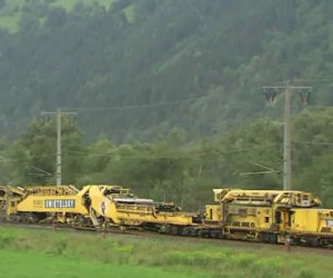 Prima occorreva tanta gente, oggi le ferrovie si costruiscono così