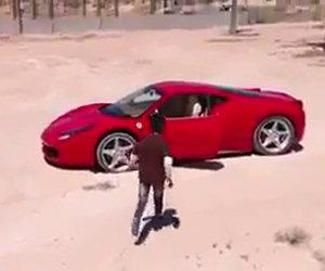 Bambino guida una Ferrari
