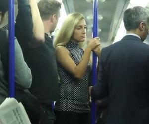 Molesta una ragazza in metropolitana, ecco la reazione della gente