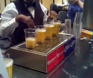 Riempire epicamente i bicchieri di birra